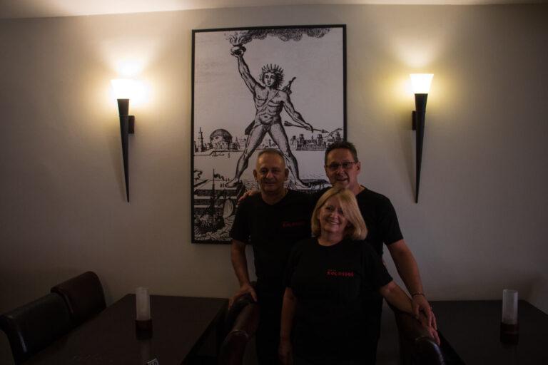 Taverna-Kolossos-Inhaber-in-Lokal